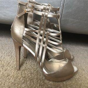 Pelle Moda Sandal 👡 Heel